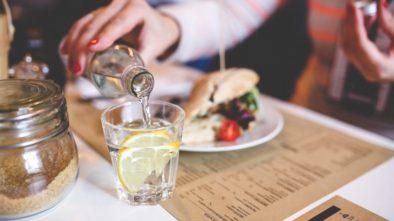 Voda s citronem a zdraví