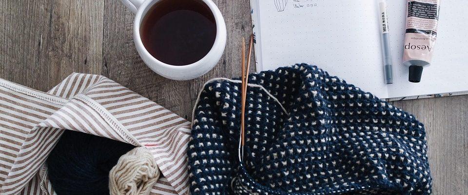 Tři outfity, v nichž hraje hlavní roli pletená móda