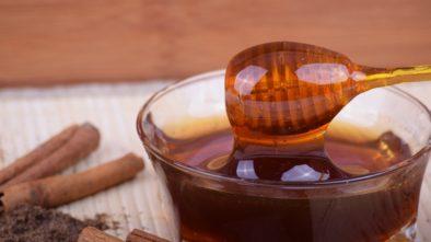Med jako první pomoc při onemocnění. Je však tak zdravý, jak se o něm říká?
