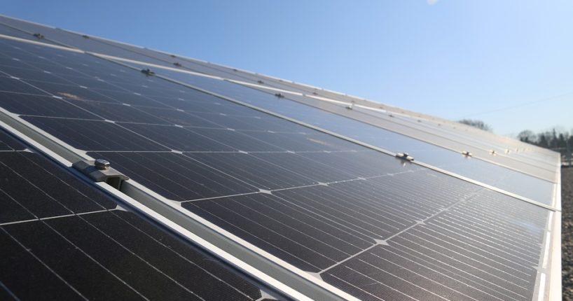 Umísťujeme solární panely na střechu rodinného domu